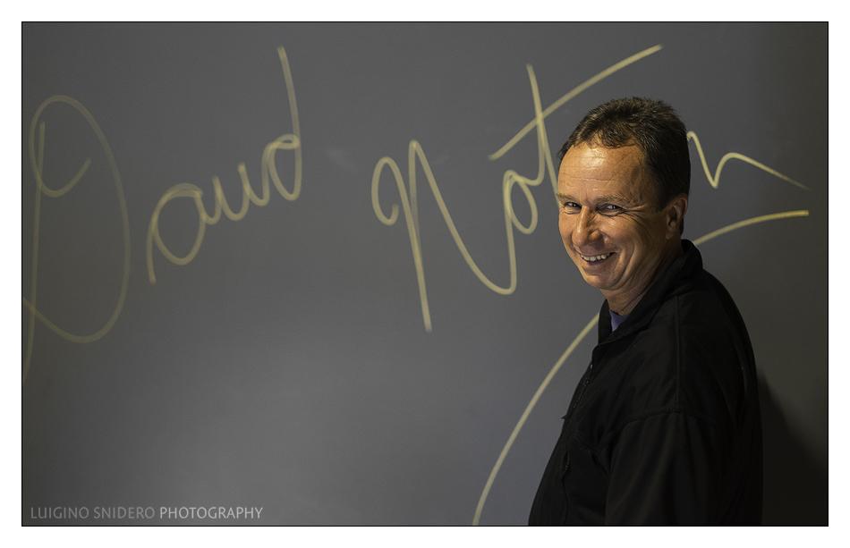 """David Noton firma il """"wall of fame"""" del Circolo Fotografico Palmarino"""